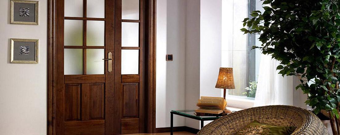 Cocinas puertas de madera ventanas de madera mm for Puertas de madera maciza exterior